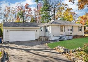 217 Pleasant Street- Seekonk- Massachusetts, 3 Bedrooms Bedrooms, 8 Rooms Rooms,2 BathroomsBathrooms,Residential,For Sale,Pleasant,1240564