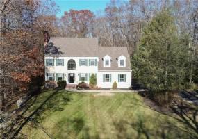 300 Read Street- Seekonk- Massachusetts, 4 Bedrooms Bedrooms, 9 Rooms Rooms,4 BathroomsBathrooms,Residential,For Sale,Read,1241461