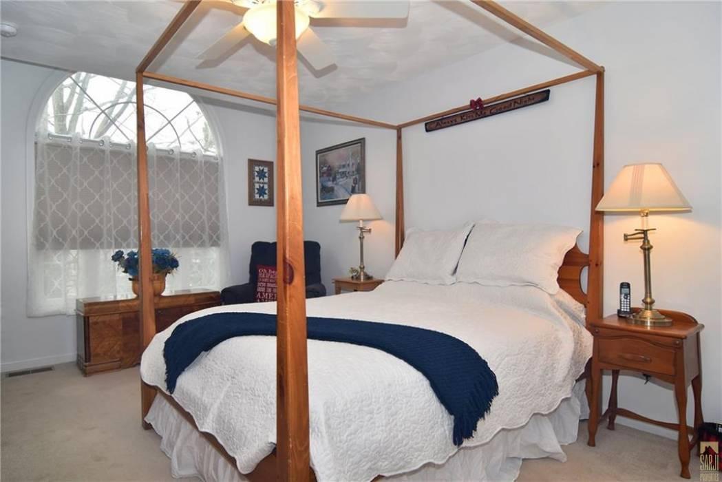 North Providence, Rhode Island, 2 Bedrooms Bedrooms, 5 Rooms Rooms,2 BathroomsBathrooms,Residential,For Sale,DOUGLAS,1246664