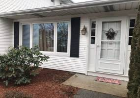 Warwick, Rhode Island, 2 Bedrooms Bedrooms, 4 Rooms Rooms,1 BathroomBathrooms,Residential,For Sale,Edaville,1246492