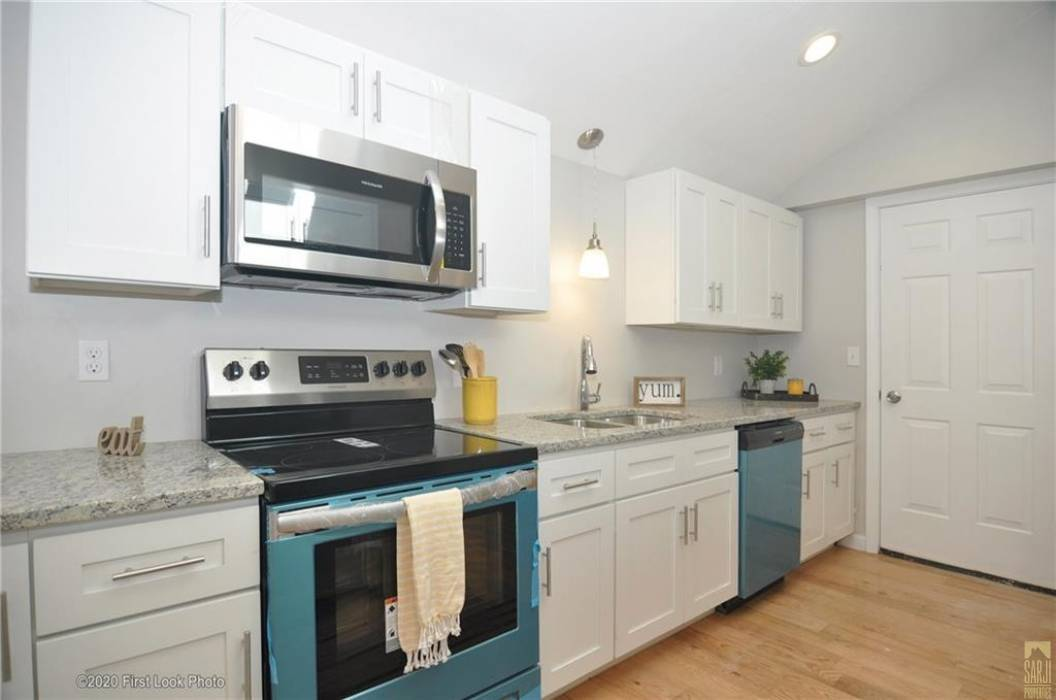 Johnston, Rhode Island, 3 Bedrooms Bedrooms, 6 Rooms Rooms,2 BathroomsBathrooms,Residential,For Sale,Hill Top,1247024