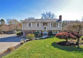 137 Willard Avenue- Seekonk- Massachusetts, 3 Bedrooms Bedrooms, 7 Rooms Rooms,1 BathroomBathrooms,Residential,For Sale,Willard,1240846